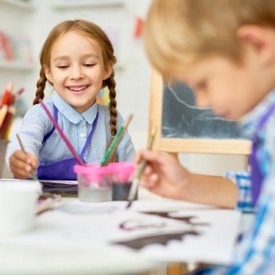 kinder-beim-malen